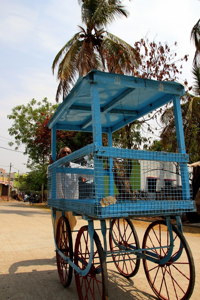 Blauer Wagen Indien Bild