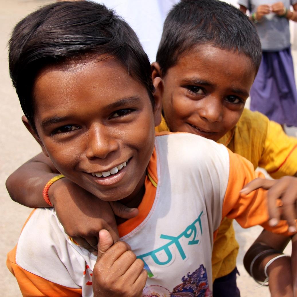Spielende Kinder Indien Bild